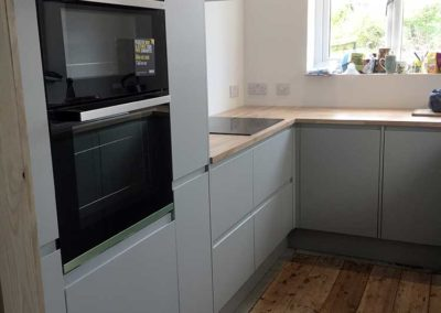 Built-in Oven & pull-out Larder